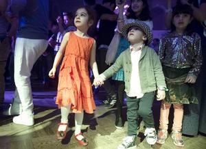 Diana Javidmand och Rayka Mohammedbeigi charmade alla på dansgolvet.