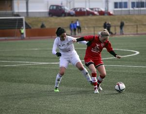 Linnea Lundin och hennes Bik SK förlorade premiären med klara 0–4 mot Team TG