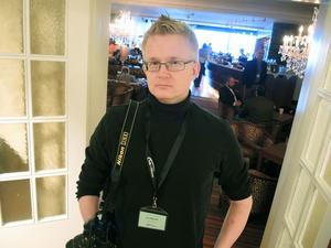 Författaren och bloggaren Lars Wilderäng hämtar mycket från Folk och Försvar.