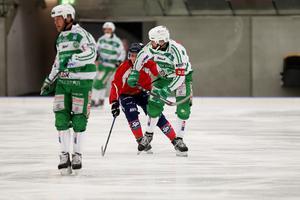 Lagkaptenen Magnus Joneby drog på sig två utvisningar när VSK föll mot Edsbyn.