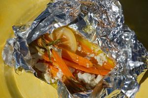 Morötter passar fint att tillaga i foliepaket. Bara att slänga på grillen och njuta tillsammans med kött- eller fiskbiten.