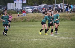 Norska Heimdal gör mål i B-finalen flickor 15 mot Frösön.
