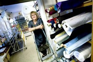 trivs. Här i sin affär trivs Birgitta Skoglund, den före detta polisen som sadlade om från hårda brott till mjuka tyger.