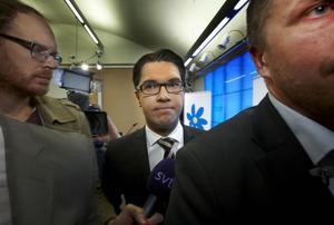 Jimmie Åkesson, Sverigedemokraternas partiledare, har uppenbarligen inte kommit särskilt långt i sitt så kallade städjobb i partiet.
