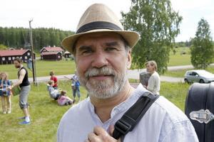 Ale Möller, öppningstalare, har skrivit två låtar under sin vistelse i Hovra.
