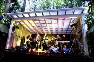 Glödde. JJ Bluesband blödde och glödde i sina framföranden, enligt recensenten Per Agne Eklund.