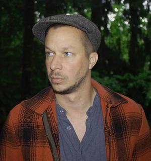 """MELLAN VÄRMLAND OCH ARLES. Fotografen JH Engström är aktuell med                                    boken """"From back home"""" och på fotofestivalen i Arles i sommar."""