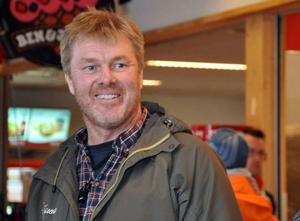 Jörgen Andersson gjorde inget brottsligt när han sålde opastöriserad mjölk i Åre – åtalet lades ner.