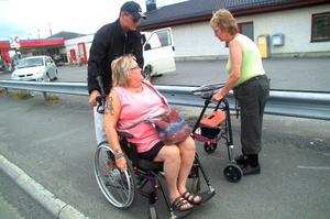 På sin väg till affären stöter Ingrid på Else-Marie Nilsson och Hans Westberg. De har samma erfarenheter: vägstandarden i Järpen är under all kritik och funktionshindrade lever farligt.