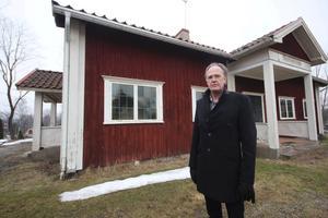 """Andra planer. """"Sockenstugan platsar inte något bra in i våra planer, vi längtar inte efter att ha mer konstiga hus som är svåra att använda"""", säger Henrik Rydberg."""