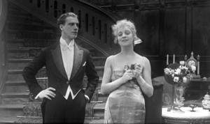 Lars Hanson spelar Preben som förälskat sig i sin väns hustru Irene, spelad av Tora Teje.