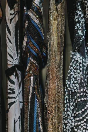 Till vinterns fester finns det ingen anledning att göra avkall på glittret. Lars Wallins tips är att strunta i termer som praktiskt och funktionellt, men i stället använda sig av andra material.