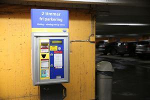 Liberalerna vill se fri parkering på lördagar. I Södertälje var det tidigare två timmars fri parkering i p-hus på helgen.