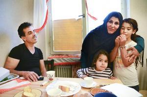 Mohammad, Nada, Soso och Lolo har bott i en av Migrationsverkets lägenheter i Åsarna sedan i våras. Den 5 december ska de intervjuas av Migrationsverket, därefter bestäms deras öde.