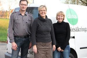 Ännu en gång har kunderna gett Dina försäkringar högsta betyg. Vi känner oss glada och stolta över förtroendet, konstaterar Per-Erik Storm, Maj-Britt Hammarström och Barbro Jonsson vid Dina försäkringars lokalkontor i Alfta.