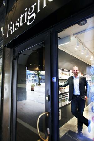 Stefan Tröjbom är kontorschef på Swedbanks fastighetsbyrå. I helgen visar han hus och lägenheter.