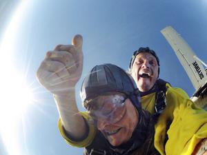 Med skräckblandad förtjusning är det bara att kliva ut i luften på 3500 meters höjd.