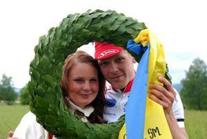 Så här såg det ut när Michael Stevensson uppvaktades av kranskullan Johanna Flinta efter SM-guldet på Sollerön 2010.