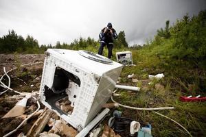 Tom. Först trodde polisen att tvättmaskinen var dumpat skräp, men efter att ha upptäckt att den var tömd på metaller misstänker polisen att någon i lägret har stulit tvättmaskinen.