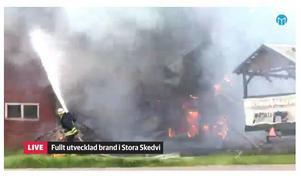 En kraftig brand utbröt vid Skedvi Bröd den 6 september. Bilden är hämtad från vår livesändning från branden.
