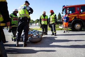 En motorcykel körde in i en bil i närheten av Brunflo på måndagseftermiddagen. De inblandade i olyckan klarade sig utan några allvarligare skador.