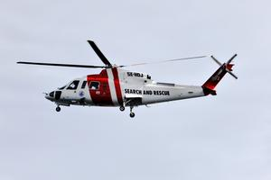 Sjöräddningshelikopter från Umeå deltar även i dag i sökarbetet efter det försvunna paret i 40-årsåldern.
