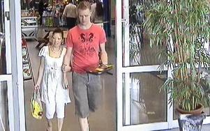 Sista bilden på Linda Chen och Mats Alm tillsammans togs av övervakningskameran på City Gross strax innan hon försvann.