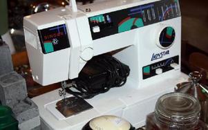 En symaskin kan fyndas på loppis för en billig penning. FOTO: ANGELICA LINDVALL