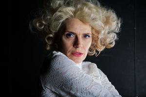 Alexandra Zetterberg Ehn i rollen som sin mormor/mamma Margit Zetterberg.