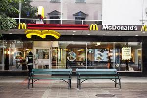 Klockan åtta på fredagskvällen stänger McDonalds i Stenstan. För gott.