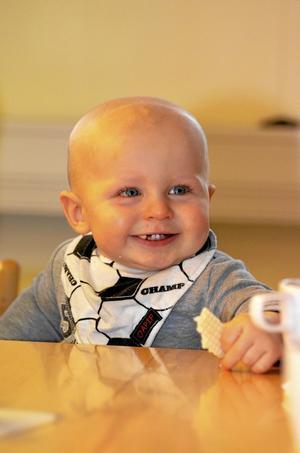 Ettåriga Elias Arvidsson fikar gärna på smörgåsrån.
