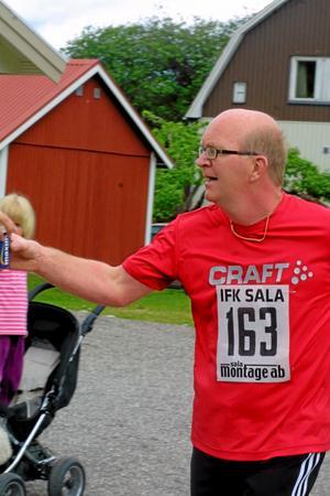 Lars-Erik Jönevall, Sala, sprang milen.