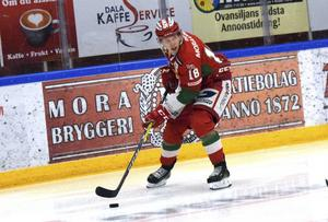 Emil Aronsson förlängde sitt kontrakt med Mora IK på onsdagen.