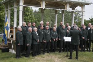 Nordanstigs manskör underhöll med sång.
