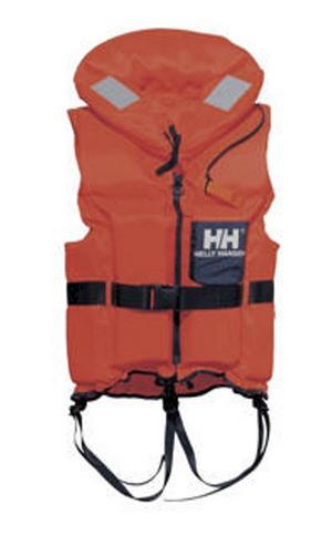 Att flytvästar finns till alla ombord och att de är på under färd är viktigt.