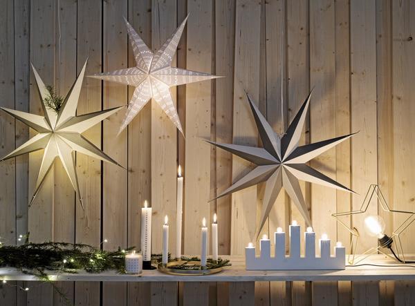 Nya ljuskällor. Ljuskronor och adventsljusstakar – men i nya form. Här visas Lagerhaus nya tillskott för säsongen. Foto: Lagerhaus