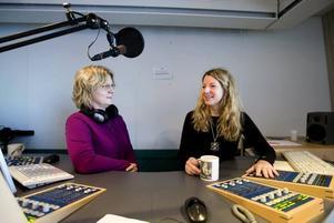 Agneta Sundberg ( tv) lyckades med nöd och näppe ta sig till Radio Gävleborg i Gävle och inleda dagens sändningar. Kollegan Kerstin Carlsson, som bodde i närheten dök och hjälpte till i det allmänna kaoset. 98 procent av Gävleborna lyssnade på lokalradion då Gävle blev lamslaget och isolerat från omvärlden.
