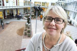 Enhetschefen Eva Blomkvist hyllar de nya lokalerna på Nyviksvägen, men hon och den övriga personalen säger att det varit mycket turbulens de första veckorna, och dessutom riskerar det att bli en nedskärning när det gäller antalet tjänster.