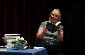 Monica Gullman har inte bara böcker som yrke; hon är också en storläsare som gärna delar med sig av ständigt nya fynd i bokvärlden.
