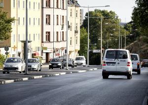 Den nyrenoverade Oxbacksleden kan svälja mer trafik, menar Realistpartiet i sin motion till kommunfullmäktige.