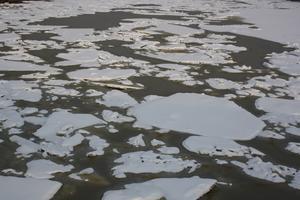 Ett mönster som blir resutatet av att isbrytaren Bore rört om i hamnbassängen efter ett natt med nysnö och inte för många kallgrader.