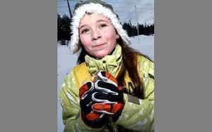 Emma Danielsson, 11 år, kommer tvåa i sin åldersgrupp.-- Det var roligt men lite drygt, säger hon om dagens lopp.Foto: TOMAS NYBERG