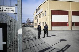 På torsdagen fördes Ghader Ghalamere med bil från polishuset i Östersund till något av Migrationsverkets förvar.