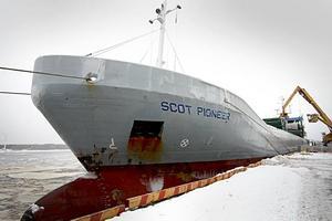 Den reguljära linjen mellan Gävle och England invigdes i går av fartyget Scot Pioneer.
