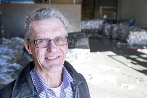 Anders Jönsson berättar att Lundstams får in betydligt färre papperstidningar, men mer plast och pappförpackningar än förut.