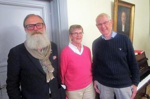 Religionsvetare Michael Toivio berättar för Lekmannakårens medlemmar representerade av Margareta Skogsmark och Lars Lyrvall initierat om konflikten Israel-Palestina.