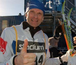 Tummen upp gjorde Marcus Grönholm efter sin kanontid på 5 timmar och 53 minuter.