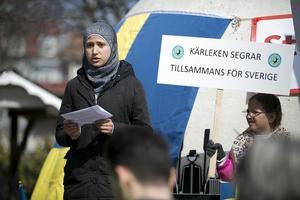 Esra Hijazi, 14 år, höll ett tal där hon bland annat tackade sin lärare för att hon fått lära sig svenska.