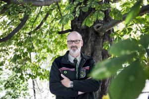 Den tyske skogvaktaren och författaren Peter Wohlleben har skrivit boken Trädens hemliga liv. Boken har sålt i en halv miljon exemplar i Tyskland.
