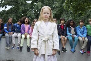 Åttaåriga Ti (Esther Quigley) bestämmer sig för att ta upp kampen mot sin mammas demoner i